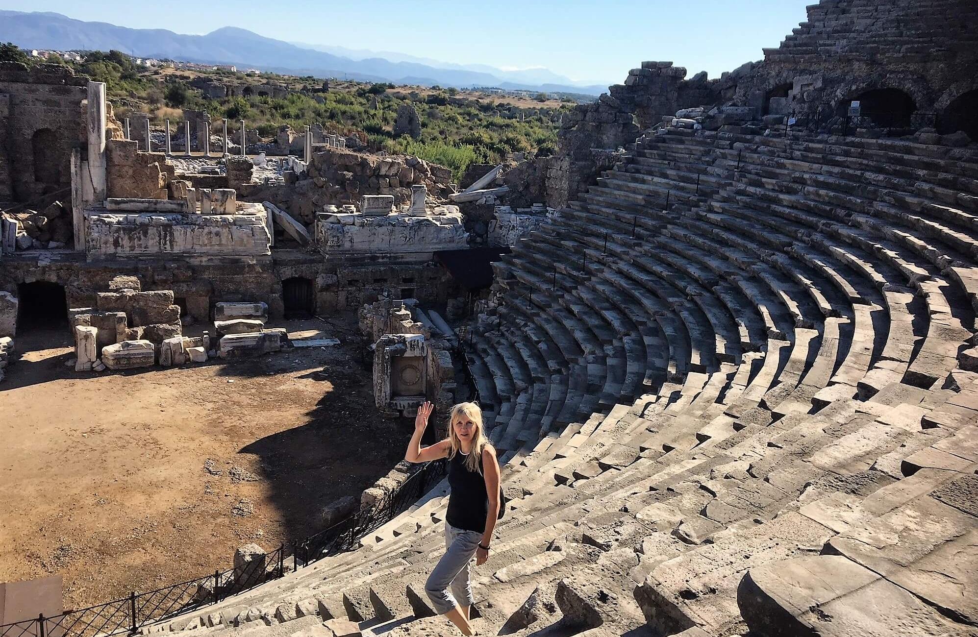 Amfiteatret, Side