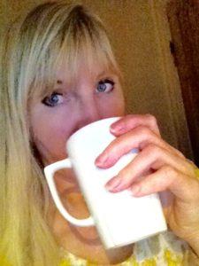 lili_drikker_te